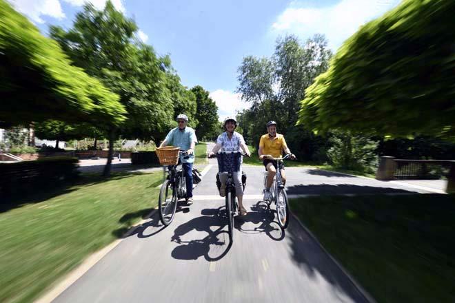 Drei Radfahrer im Sole-Aktiv Park Bad Schönborn