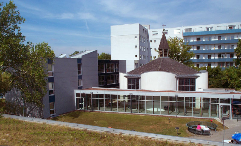 Außenansicht der modernen Sankt Rochus Kliniken