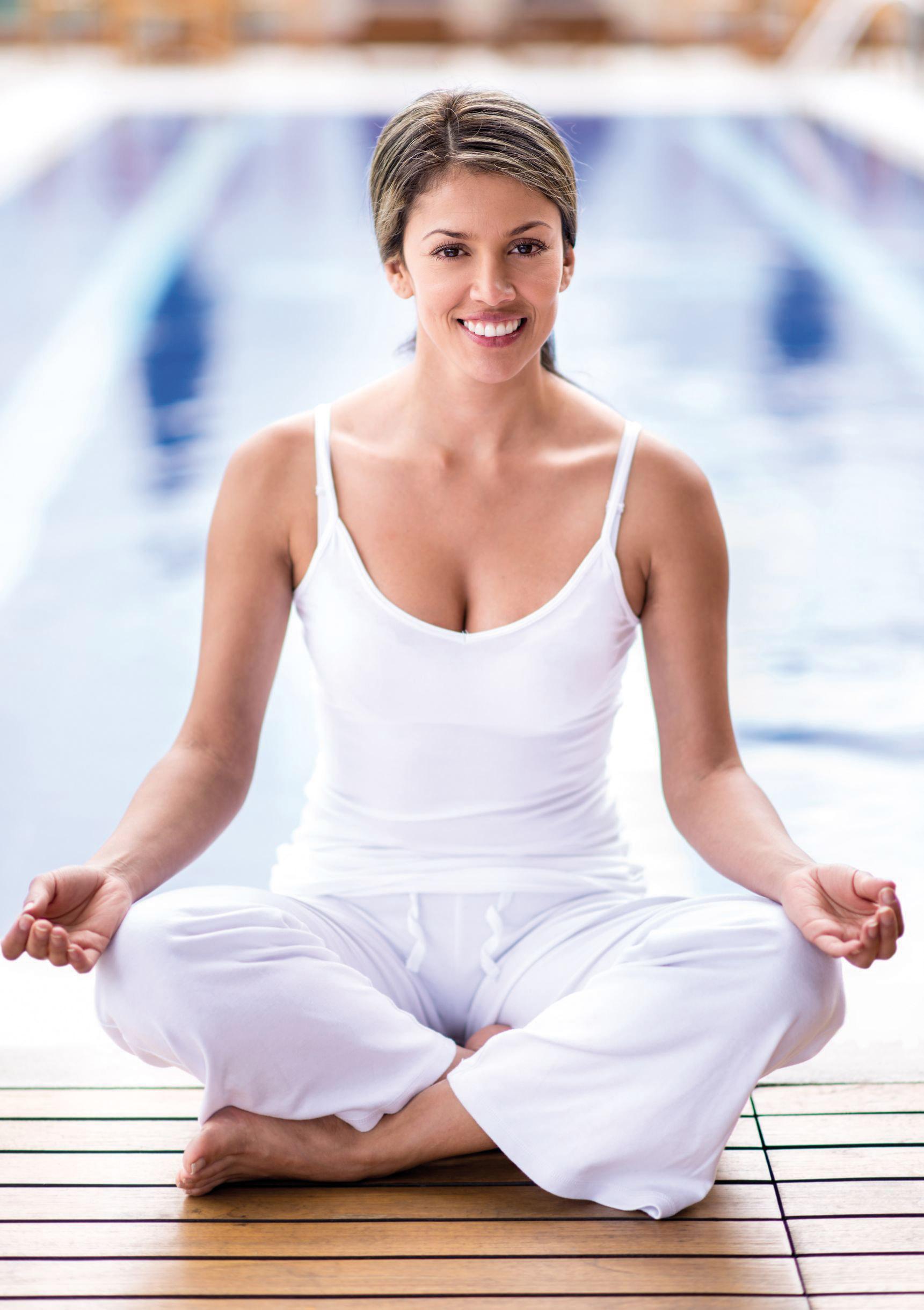 Frau bei Yogaübung