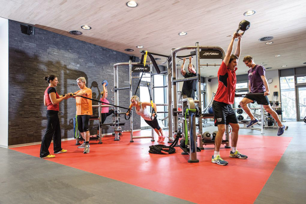 Sportler im Fitnessstudio