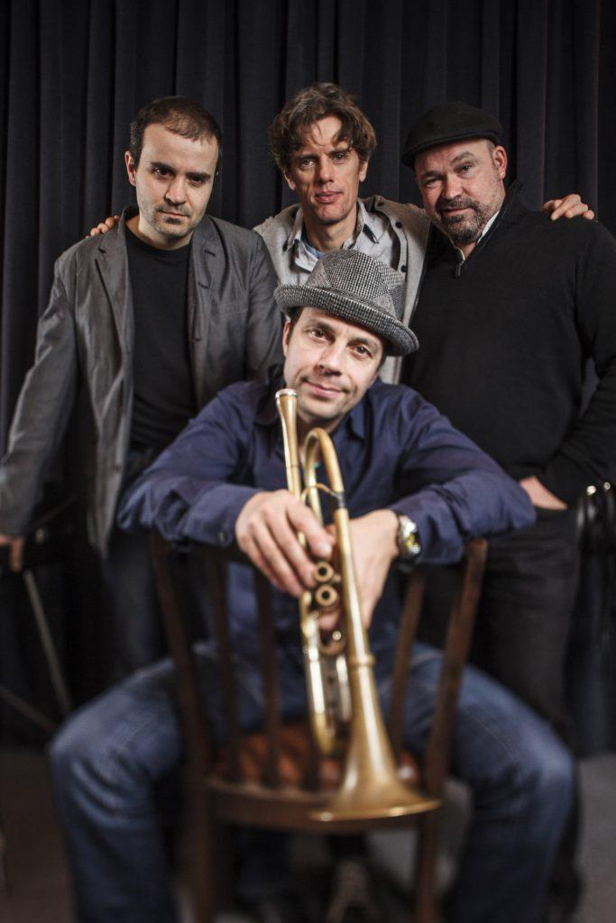 Jazz-Musiker Joo Kraus & Tales in Tones