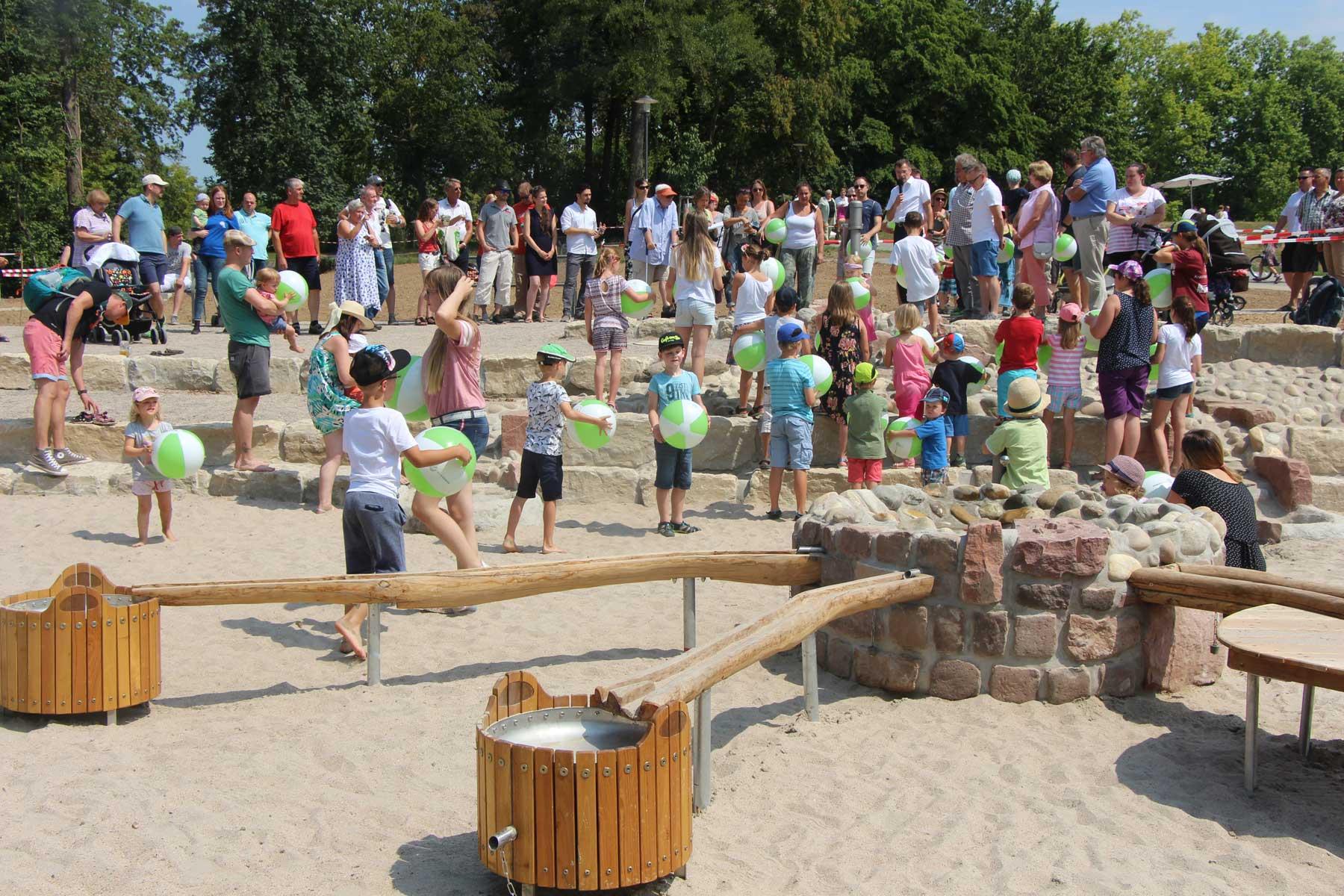 Die Eröffnugn des neuen Wasserspielplatzes im Sole-Aktiv-Park Bad Schönborn