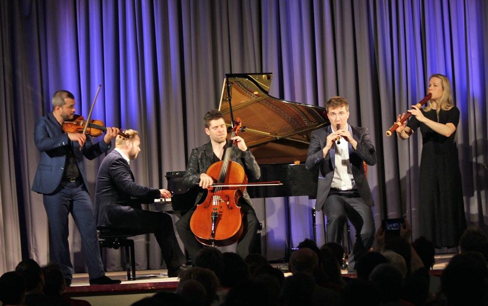 Die fünf Musiker von Spark bei ihrem Auftritt im Kursaal Sigel