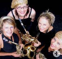 Die vier Musikerinnen von Sistergold mit ihren Saxophonen