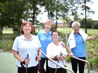 Eine Sport-Gruppe des Kneipp-Vereins am Balance-Parcours im Sole-Aktiv Park Bad Schönborn