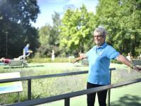 Frau beim Balancetraining im Sole-Aktiv-Park Bad Schönborn