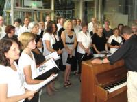 Die Sängerinnen und Sänger des Saengerbund 1848 Mingolsheim beim Konzert in den Sankt Rochus Kliniken