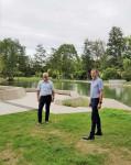 Bürgermeister Klaus Detlev Huge und Klaus Heinzmann, Leiter der Tourist Information, beim Presse-Gespräch im Sole-Aktiv-Park Bad Schönborn