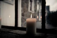 Kerze am Fenster