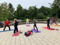 Yoga im Sole-Aktiv-Park mit Kurleiterin Carla Flohr