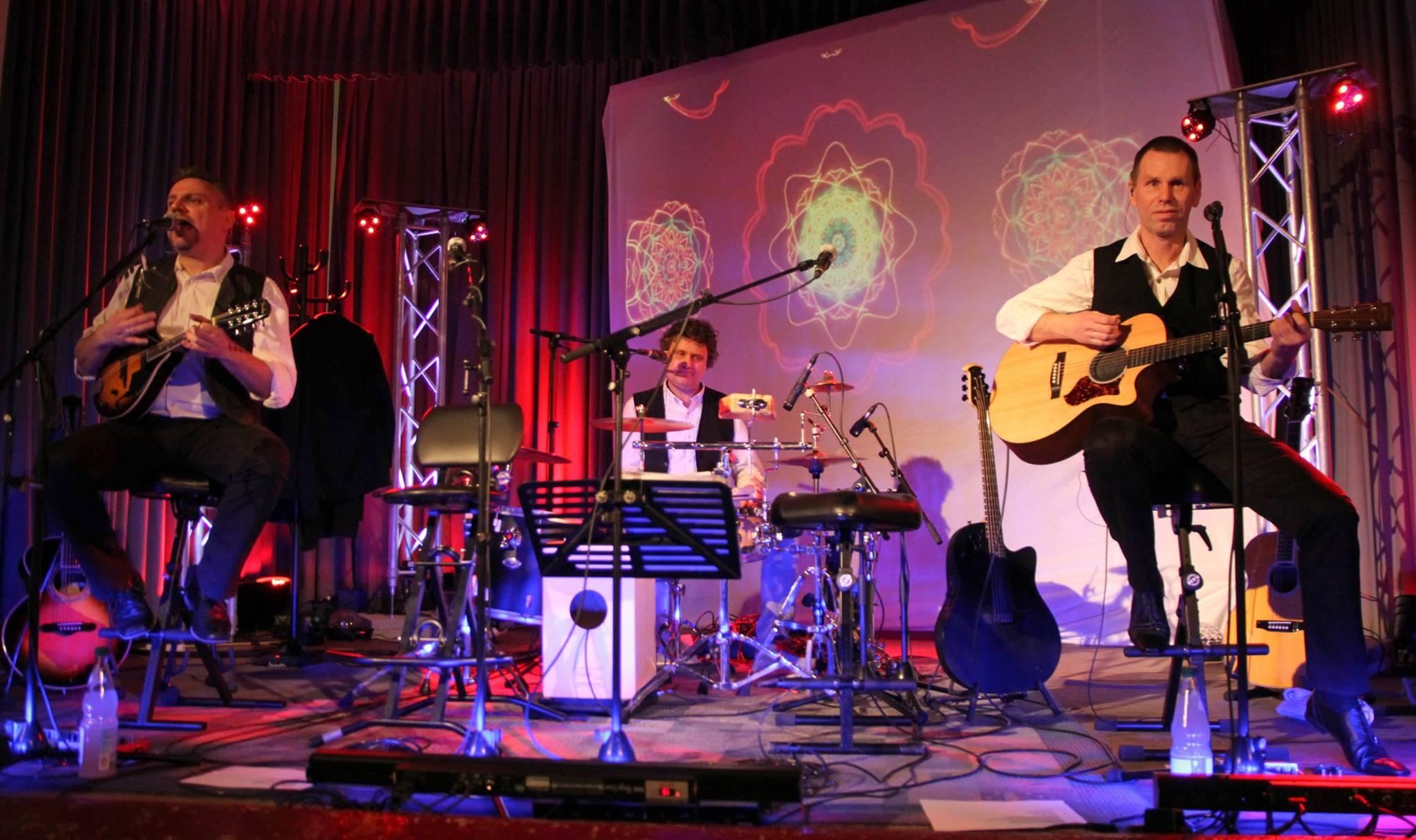 Die drei Musiker von Funcoustic auf der Bühne