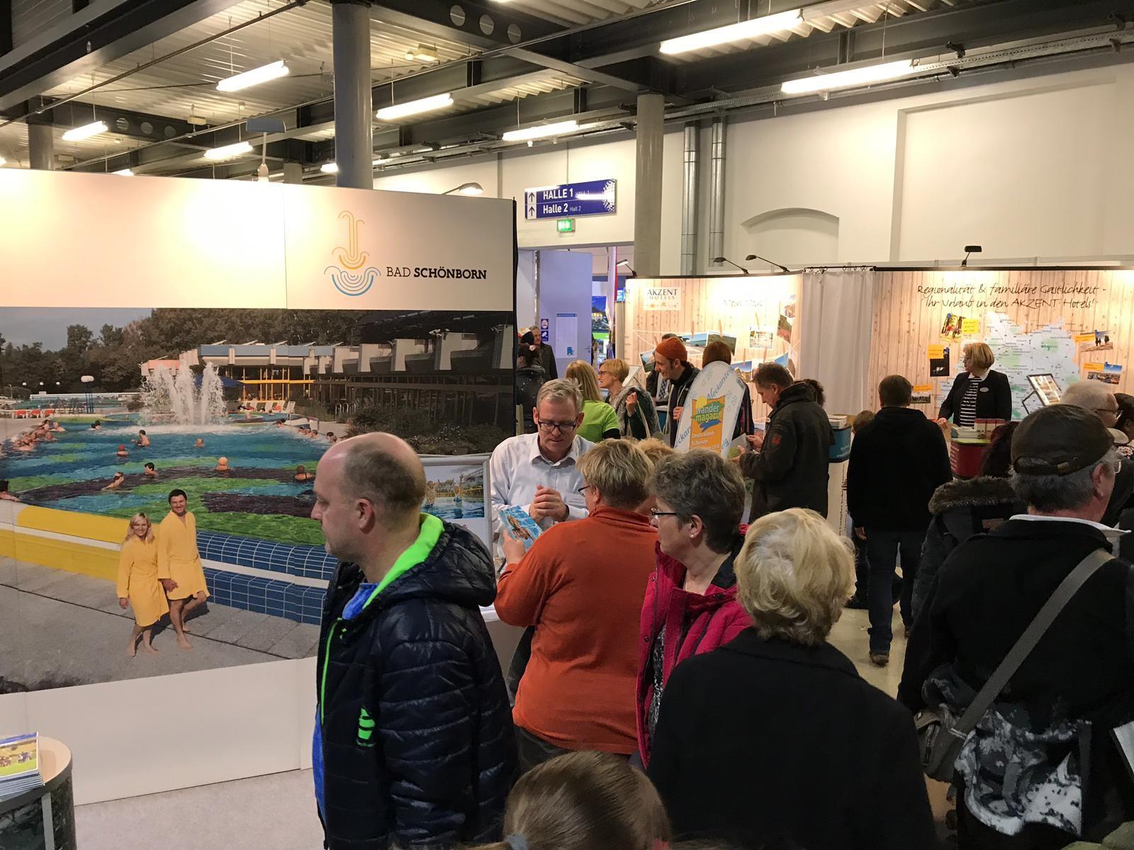 Großer Besucherandrang am Stand der Tourist Information Bad Schönborn auf der Messe Dresden