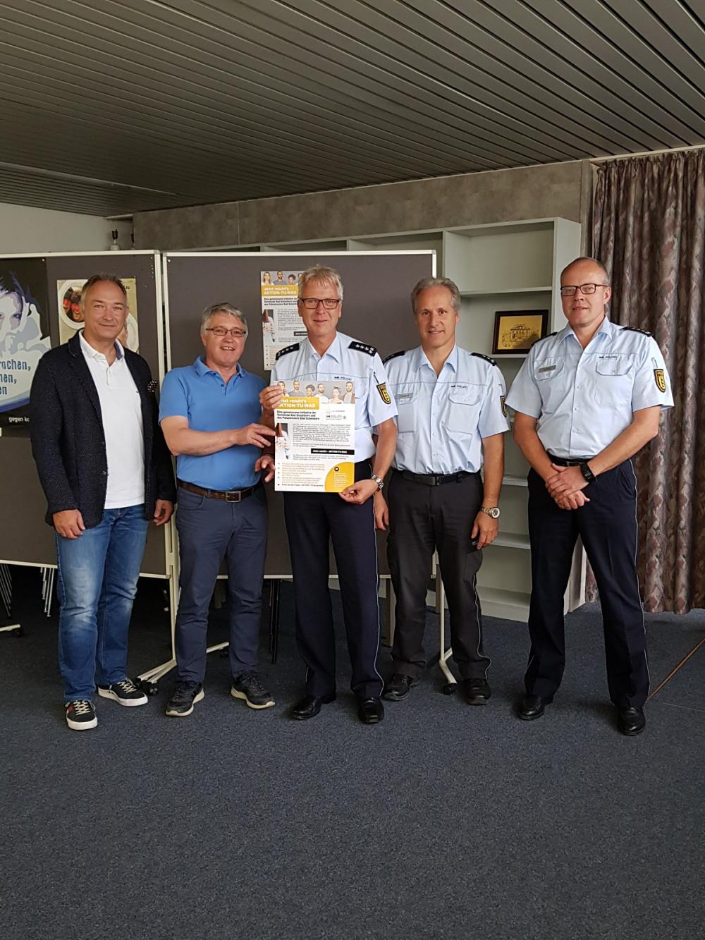vlnr: Ordnungsamtleiter Dirk Vogel, Hauptamtsleiter Edgar Schuler, Revierleiter Gerd Volland, Bernd Oberst und Stefan Lang.