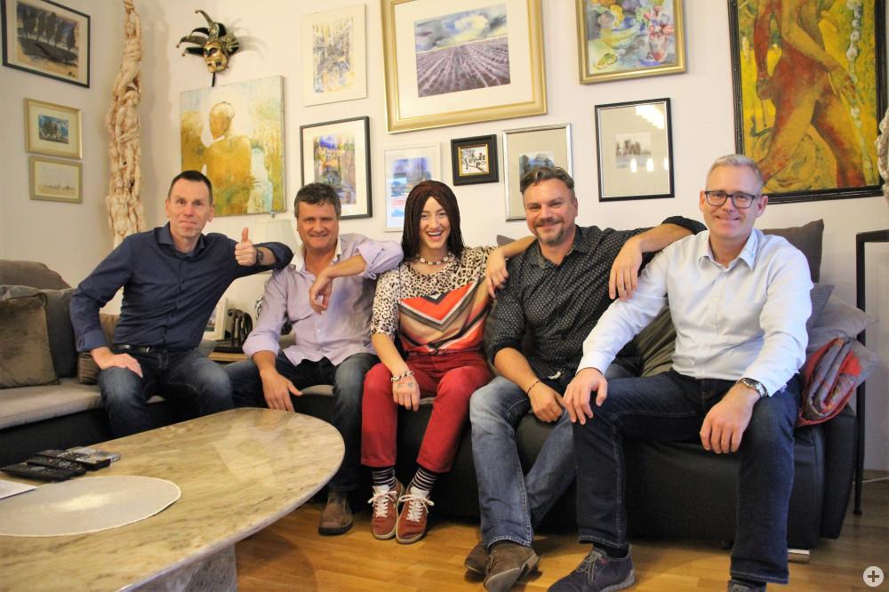 Die Musiker von Funcoustic Uli Hassfeld, Bernd Schubach und Jens Bohmüller, Sängerin Natia Todua (Mitte) und Klaus Heinzmann, Leiter der Tourist Information Bad Schönborn.